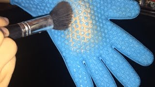Royal Cosmetics Brush Cleaning Glove