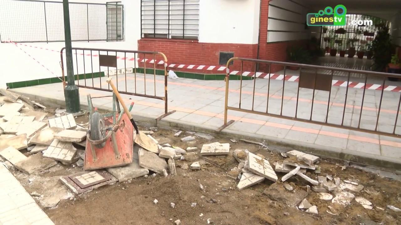 Trabajos de mejora en la pavimentación de la plaza Santa Cruz
