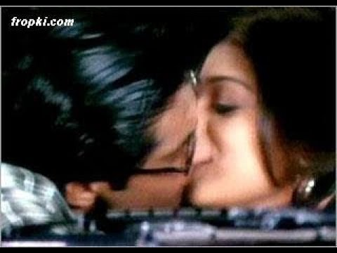 ayesha takia romance kiss with vatsal...