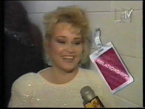 behind-the-stage-door-:-the-groupie-story-(mtv-1987)
