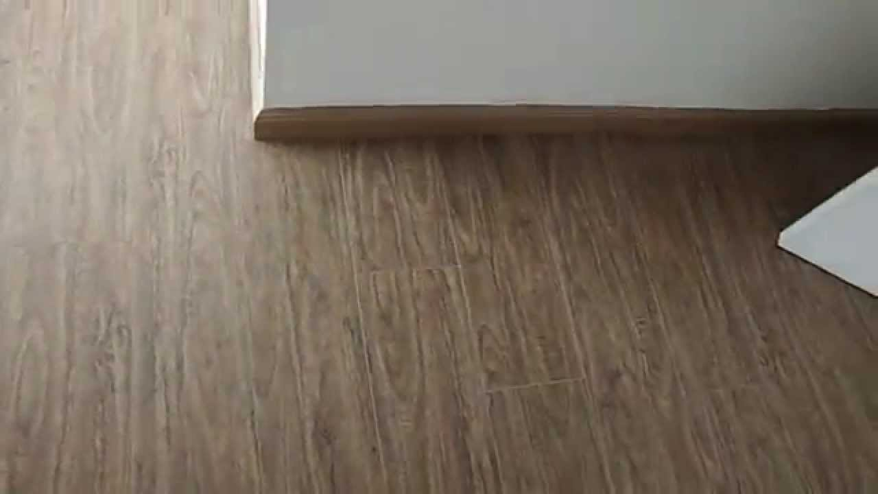 Piso laminado instalado siberiano com bevel youtube for Piso laminado instalado