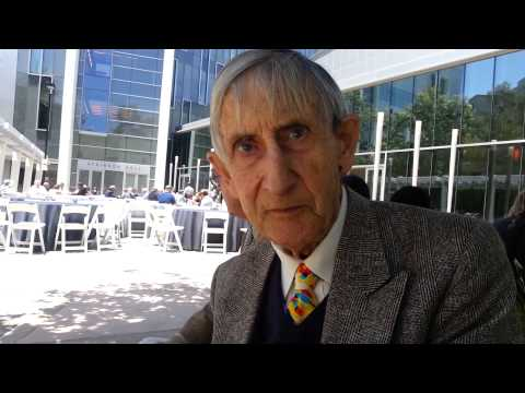 Freeman Dyson: Why amateur astronomers should look for planets around White Dwarfs