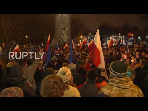 Poland: Protests continue in Warsaw over planned media restrictions in parliament