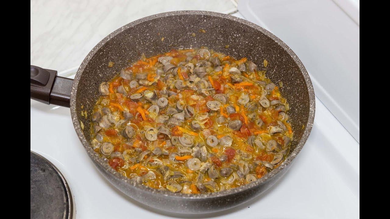 Куриные сердечки с овощами. Жареные сердца с луком, чесноком и томатами