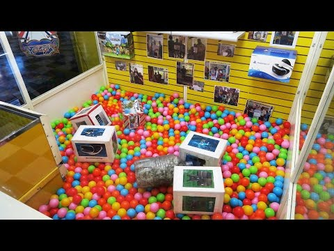 $250 CASH, VR, XBOX, PS4, and IPAD in this HUGE Claw Machine!!!