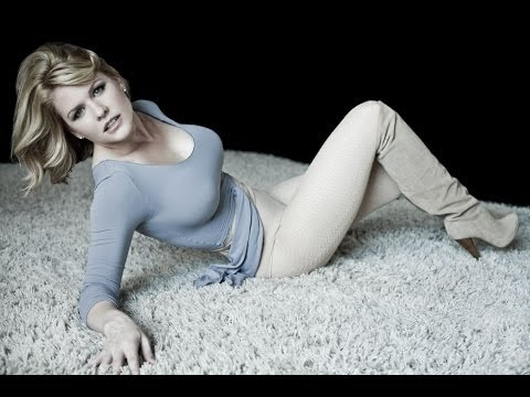 The Late Late   2013.11.11  Carrie Keagan