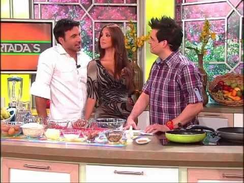 Receta: Yuvanna Montalvo y Juan Carlos García preparan panquecas dieteticas 17/01/2012