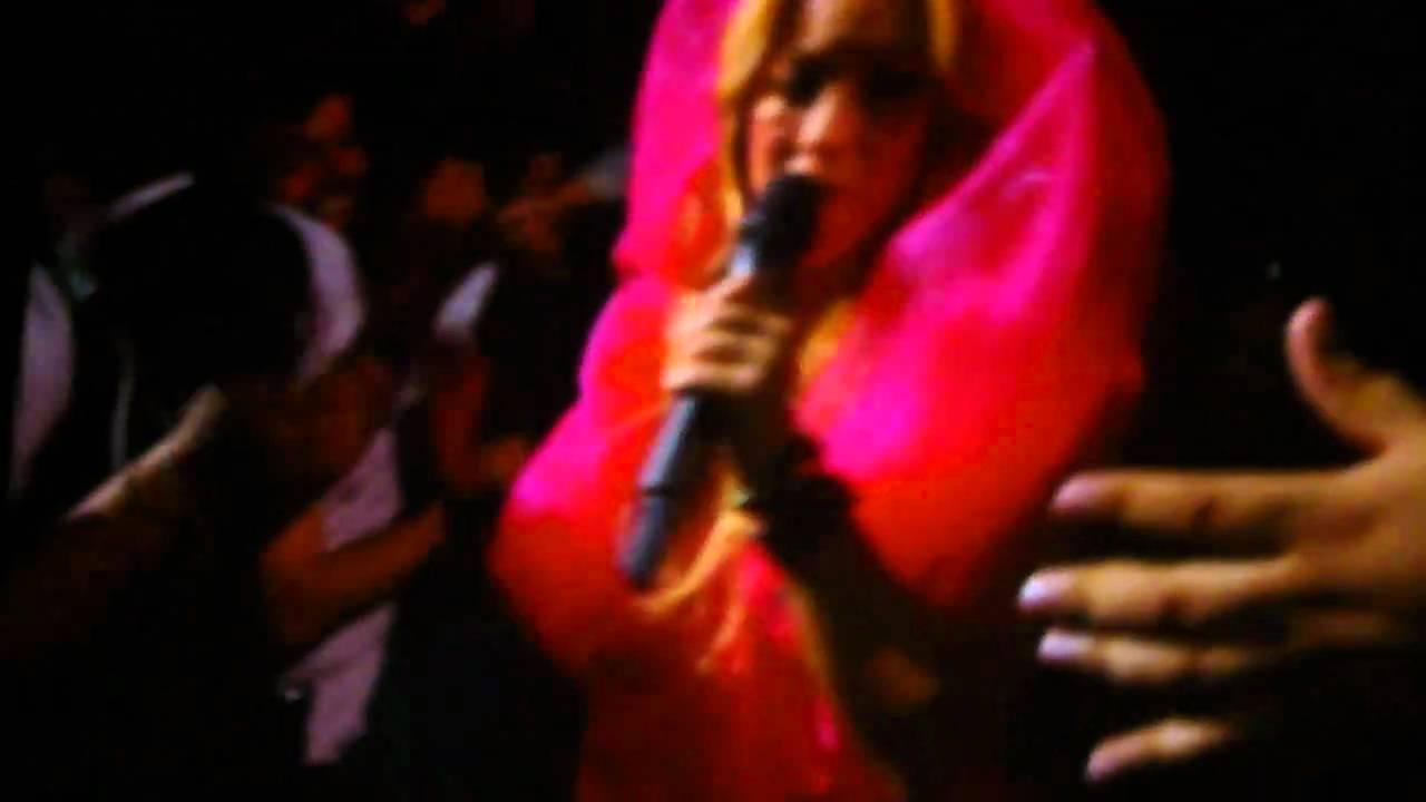 Download Shakira - Intro/Pienso en Ti - Live in San Antonio