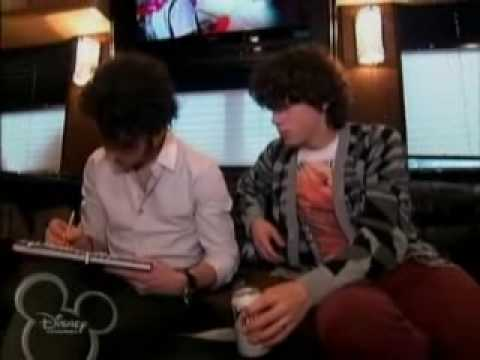 jonas-brothers:-living-the-dream---best-of