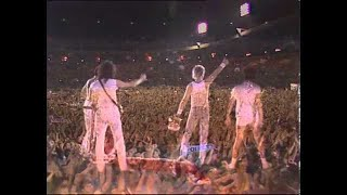 Baixar Freddie says goodnight from Wembley Stadium (July 1986)