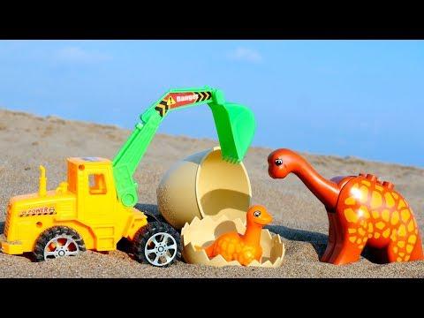 Игрушки и Игры для детей. Трактор помогает Динозаврику. Видео для детей с игрушками