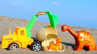 Игрушки и Игры для детей. Трактор помогает Динозаврику.