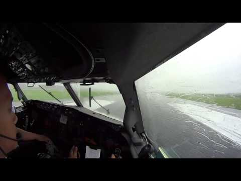 COCKPIT TAKE OFF AND LANDING B737-800 UPG-CGK