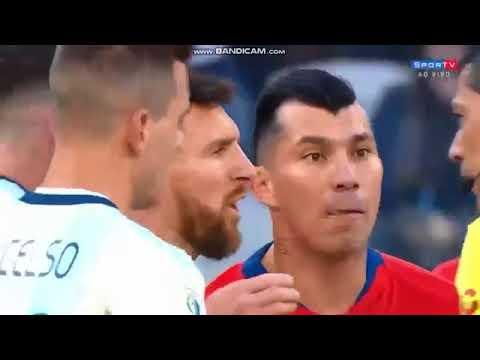 Dani Alves cuestionó a Messi por faltarle el respeto a Brasil
