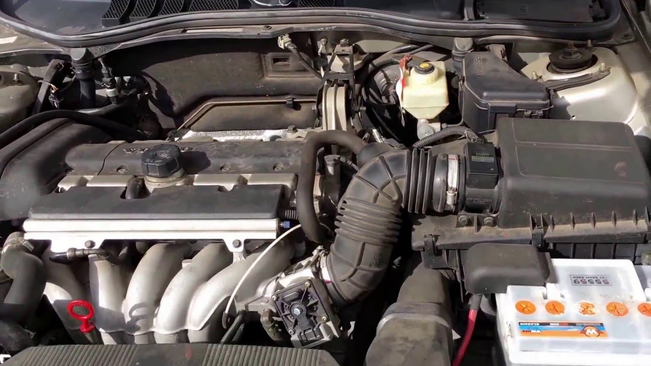 Volvo S60: Checking the engine oil