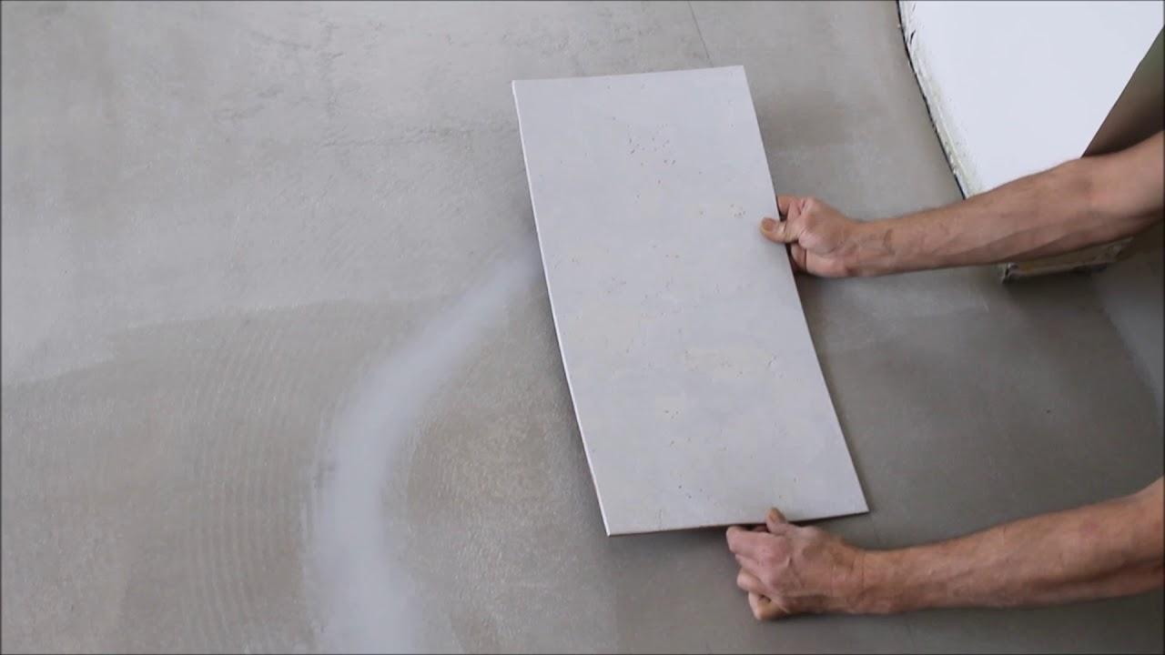 korkboden verlegen schritt 10 verlegen der ersten platte anleitung youtube. Black Bedroom Furniture Sets. Home Design Ideas