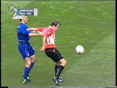 Sunderland v Manchester United 2002-03 McAteer v Keane