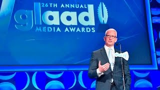 Anderson Cooper Presents to Kelly Ripa at the #GLAADAWARDS