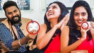 Aadhaar Card Tholanju Pona Kuda Neenga-Nu Teriyathu | Inside Mahima Nambiar's Handbag