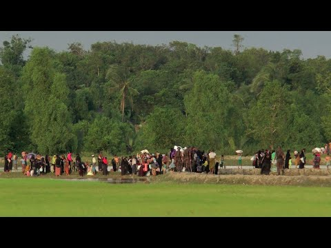 Rohingya Muslims flee ongoing clashes in Burma