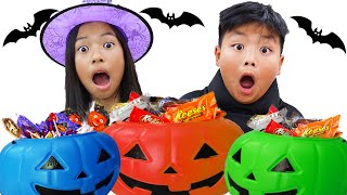 Wendy and Alex Pretend Play Halloween Trick or Treat at a Haunted House Maze for Kids