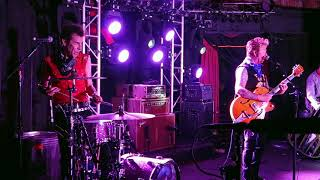STRAY CATS - I WON'T STAND IN YOUR WAY - REVOLUTION BAR 8/2/19