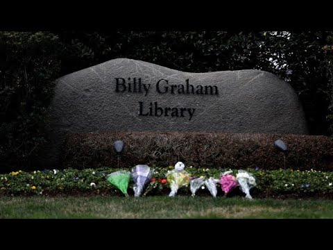 Mourners pay respects to late Reverend Billy Graham