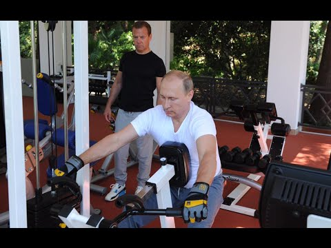 Gym & BBQ: Putin, Medvedev enjoy healthy Sunday in Sochi