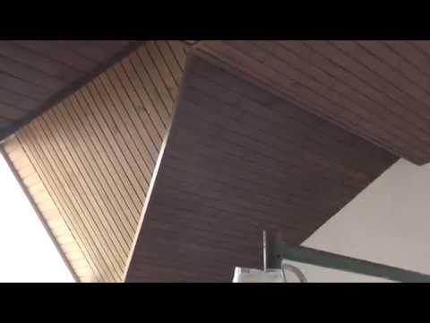 Потолок из вагонки на мансарде.