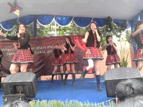 JKT 48 perform on Cahaya Sakti School 5/26/14 (8)