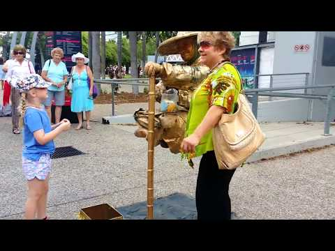 Amazing street performer!! Must see to believe!