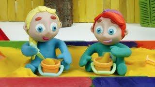 Baby Elsa & Ariel Make Sand Figures ❤ Superhero Babies & Frozen Elsa Play Doh Cartoons & Stop Motion