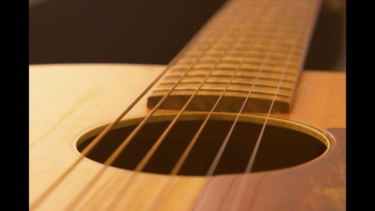 Имеет место как простое добавление струн для расширения диапазона инструмента (напр. Пяти и шестиструнные бас-гитары), так и удваивание или даже утраивание нескольких либо всех струн для получения более насыщенного тембра звука. Также встречаются гитары с дополнительными ( чаще.