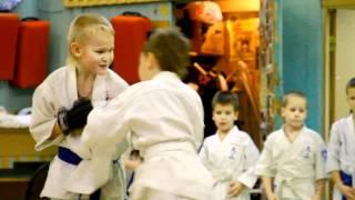 видео Куда отдать ребенка 5 лет: кружки и секции для пятилетних детей (спорт, подготовка к школе, рисование и т.д.)