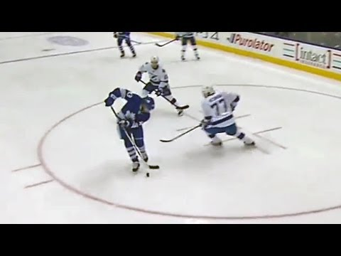 Nazem Kadri makes ridiculous move before scoring
