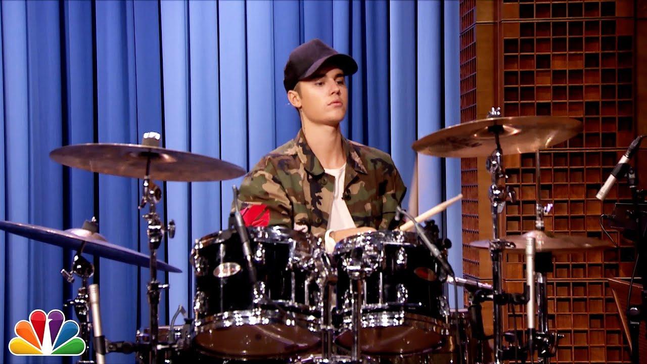 Justin Bieber and Questlove Drum-Off - YouTube джастин бибер слушать