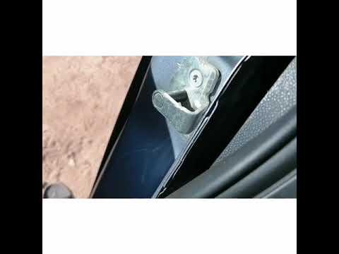 Как открыть заклинившую дверь на Опель Астра 2011