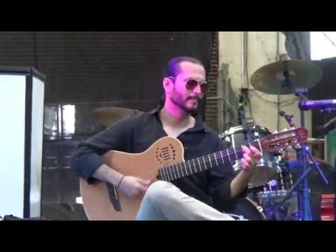 Pharaon - Ernesto Hernández a la guitarra.