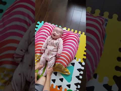 Cute Japan Baby Constipated Poopy Massage  かわいい赤ちゃん うんち体操