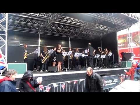 Big Band Boogie in Briggate 049.MOV