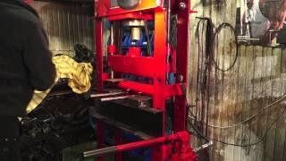Листогиб(Сделал оснастку для гидравлического пресса , с помощью которой можно гнуть листовой металл до 6 мм толщино..., 2013-10-08T15:23:36.000Z)