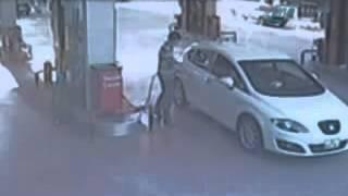 Pompacı Havaya Uçuyor   Benzin İstasyonu Kaza