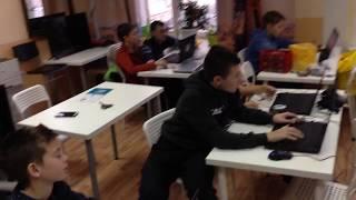 Урок робототехники в Клубе Знаний