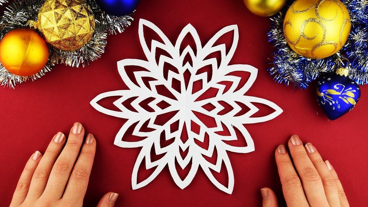 Kolay ve basit bir şekilde 5 dakikada güzel bir kar tanesi oluşturuyoruz. Yeni yıl el sanatları