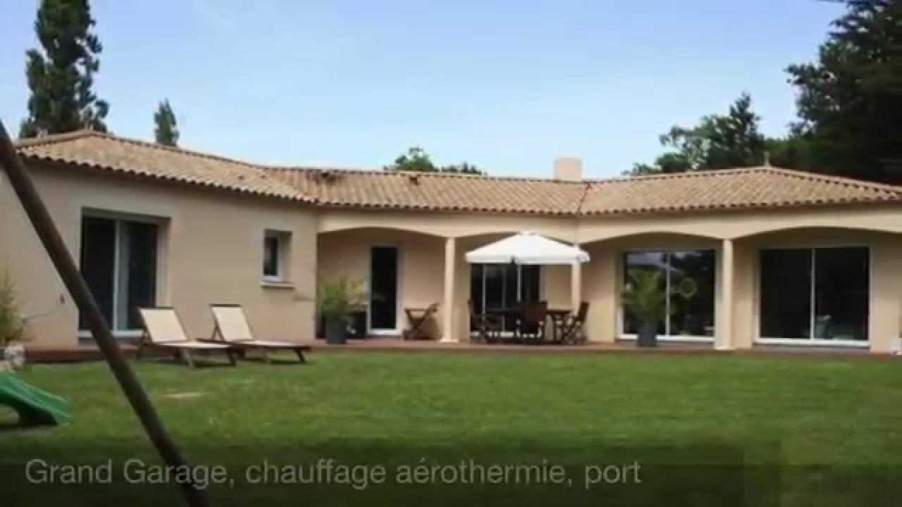 Maison contemporaine de plain pied de 2009 youtube - Plan maison en v plain pied ...