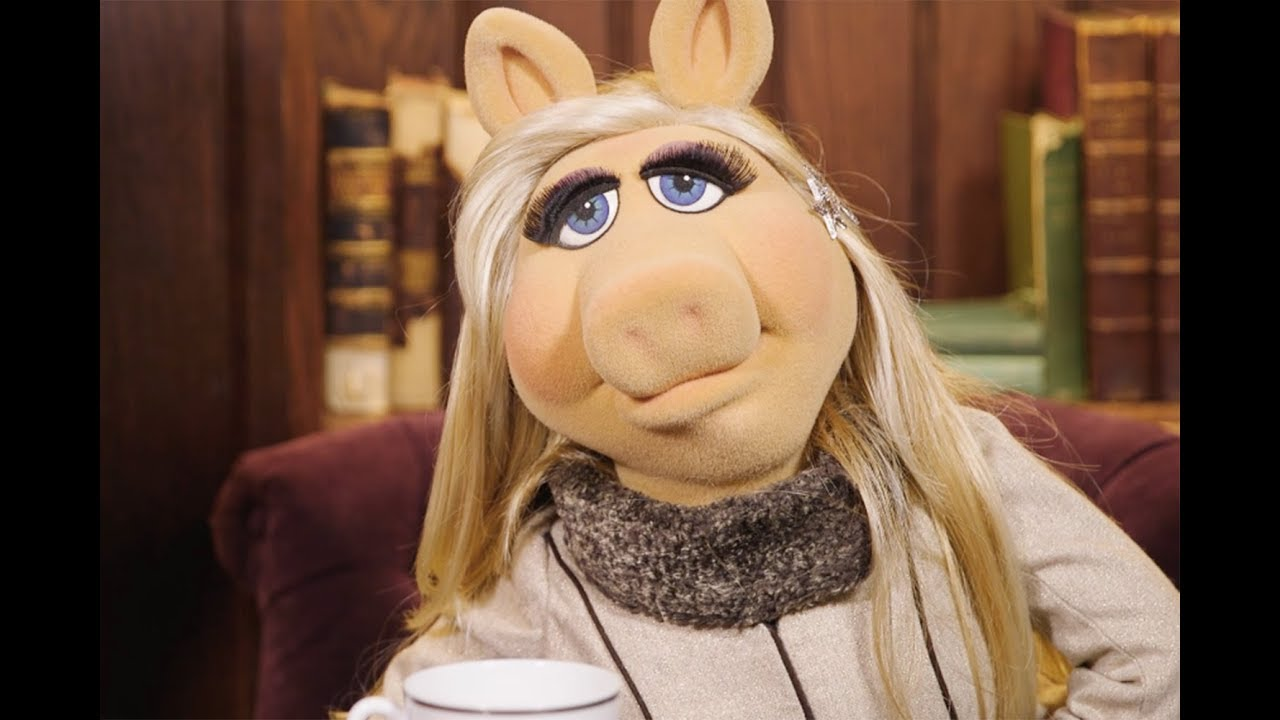 "Miss Piggy: ""Hates All The Muppets"" & Hating Kermit Working Naked"