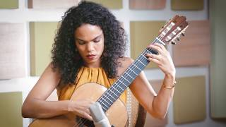 """""""Dança do Caboclo"""", de Fernanda Primo. Com o percussionista Gilberto Bala."""