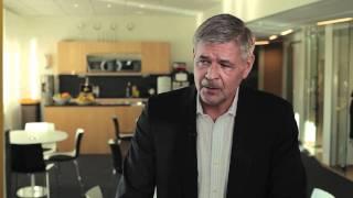 Svensk Fastighetsförmedlings VD Peeter Pütsep kommenterar dagens Mäklarstatistik. (15 nov 2011)