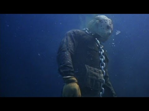 a-jason-voorhees-statue-lurks-in-the-depths-of-an-arizona-lake