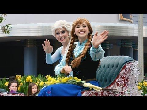 Anna And Elsas Royal Welcome Parade With Kristoff At Disneys